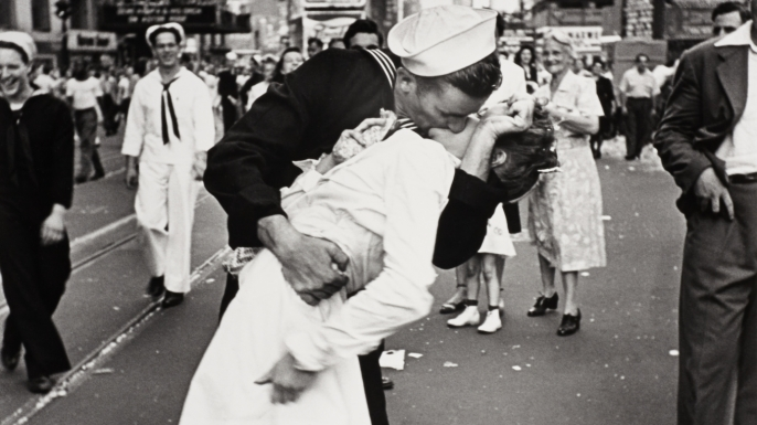 hith-vj-day-kiss-Getty-Images-1218020-E.jpeg